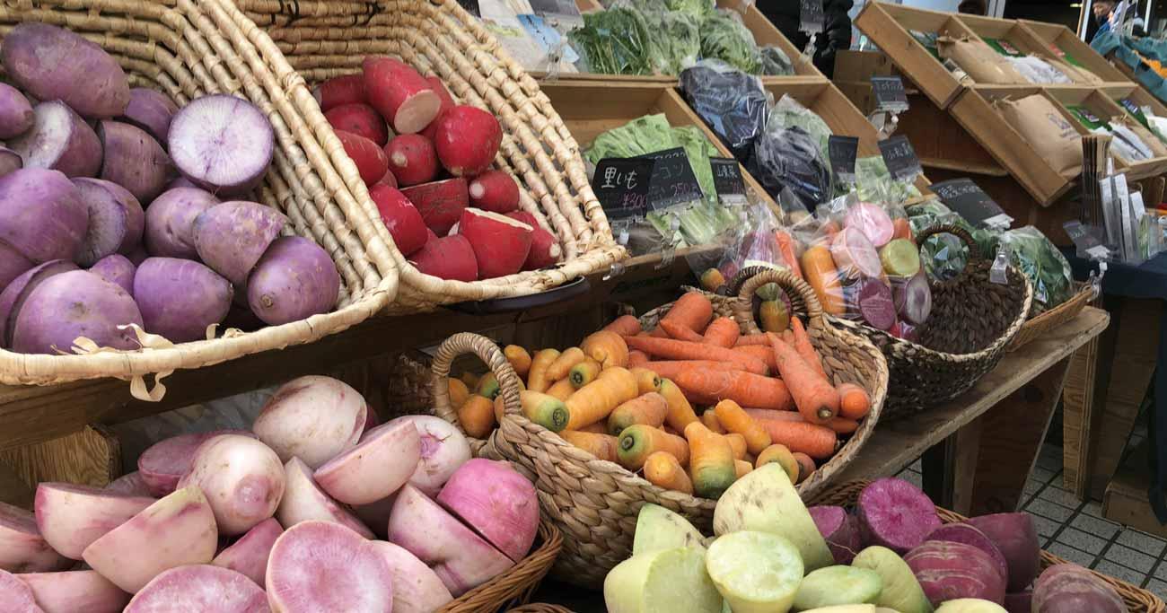 オンライン卸売市場の利用が拡大すれば、マルシェに並ぶような個性的な野菜がスーパーで買えるようになるか