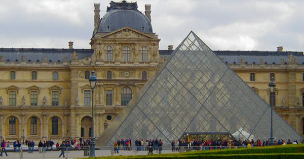 ルーブル美術館や学校専用に開発された光触媒セルフクリーニング強化ガラス
