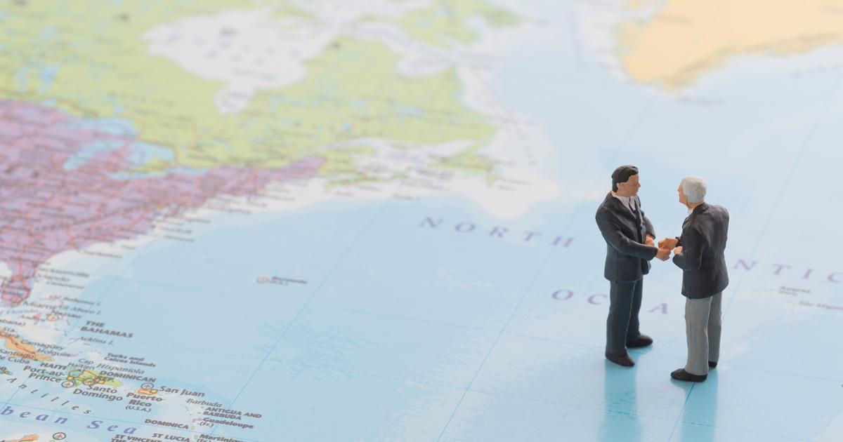 取引をしてほしい海外顧客に、英語で担当者や取引決定プロセスを尋ねるには?