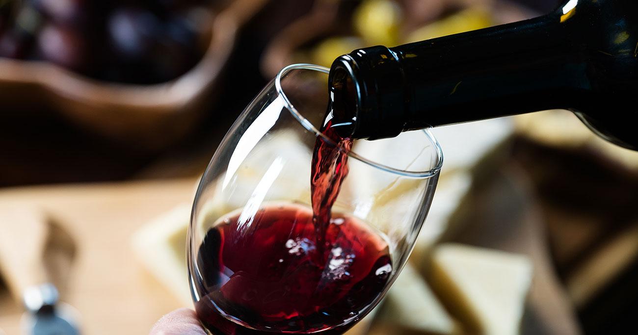 超高額ワインはロマネコンティだけじゃない! ワイン好きなら知っている、平均価格140万円超えの「クロパラ」とは?