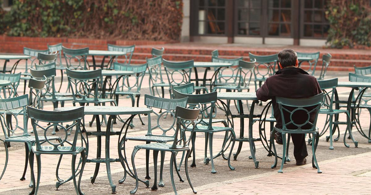 「一人ぼっち」で過ごす定年退職者の哀愁、午前中の図書館、カフェ、ジム…