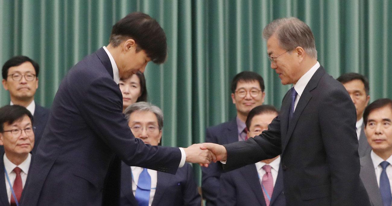 韓国・文大統領、「タマネギ男」の法相任命を余儀なくされた呪縛