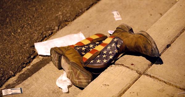 ラスベガス乱射、「恐怖の2時間」に何が起きたか