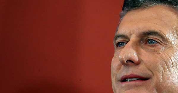 アルゼンチンに広がる経済先行き不安、大統領再選に暗雲