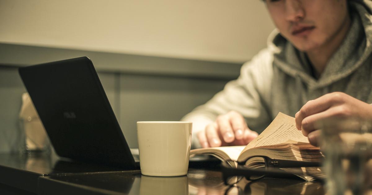 社会人は日経新聞より「受験参考書」を読め