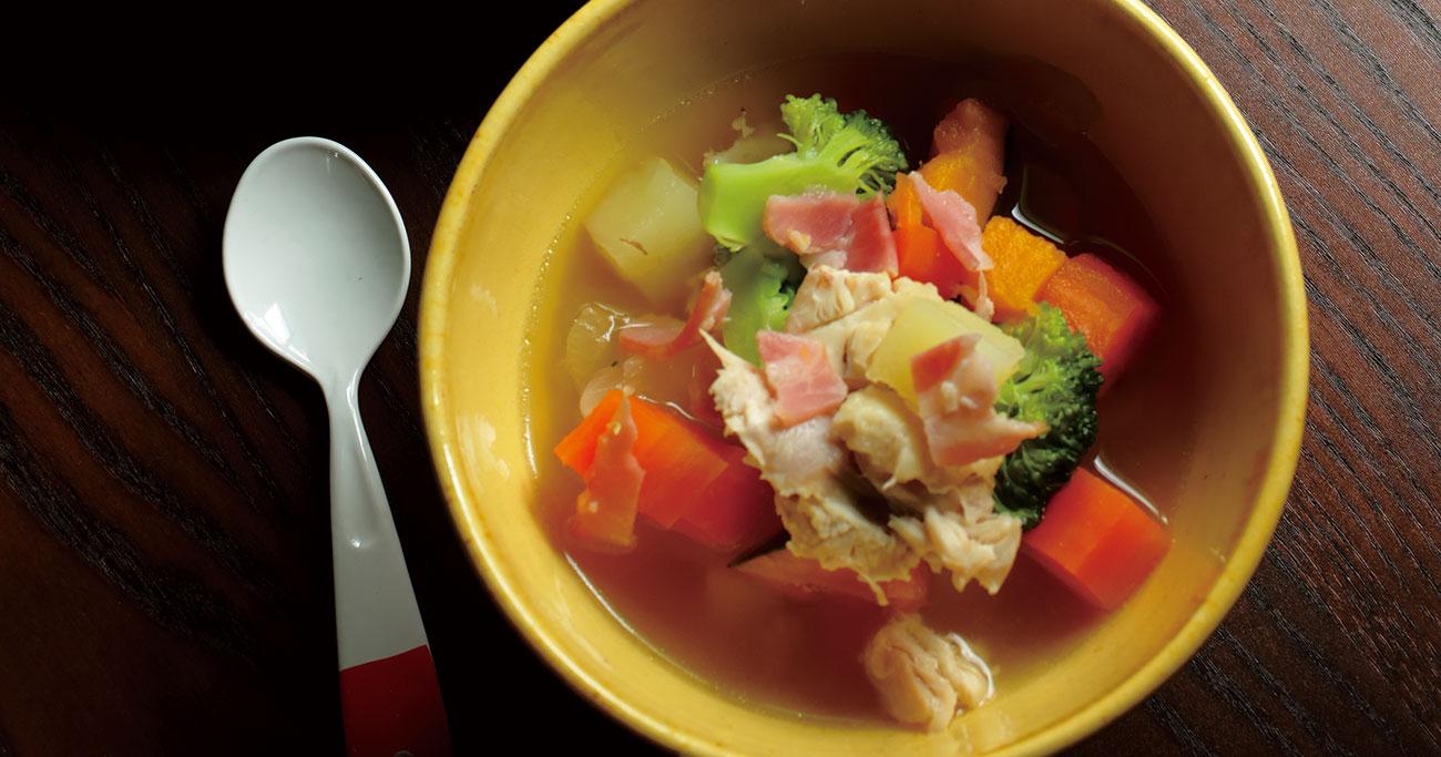 伝説の家政婦・志麻さんが教える夏野菜を使っても美味しい!2歳の息子、お気に入りの「鶏手羽元のポトフ」