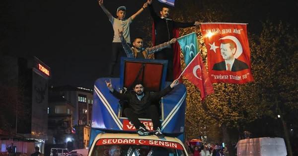 トルコ改憲、僅差の承認であらわになった国家分断
