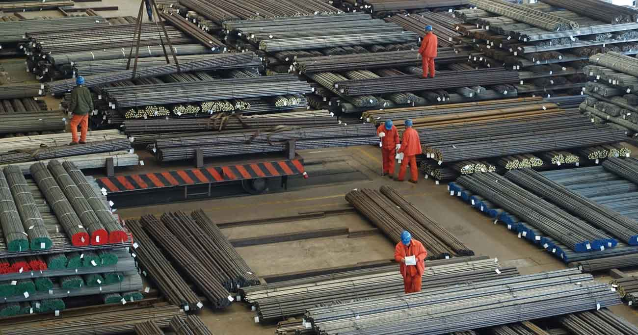 中国政府が行った莫大なインフラ投資に伴い、中国鉄鋼メーカーが大増産。日本の鉄鋼メーカーに思わぬ影響を