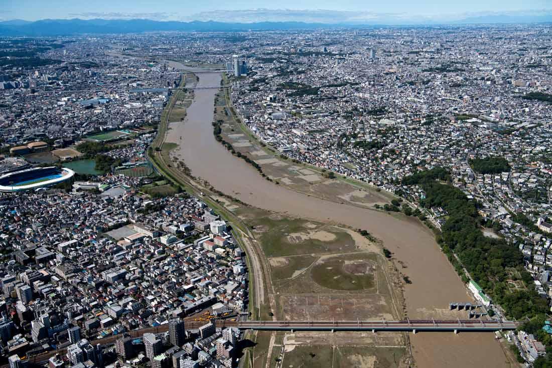 多摩川の氾濫で浸水被害の重大さを改めて認識させられた 写真:東阪航空サービス/アフロ
