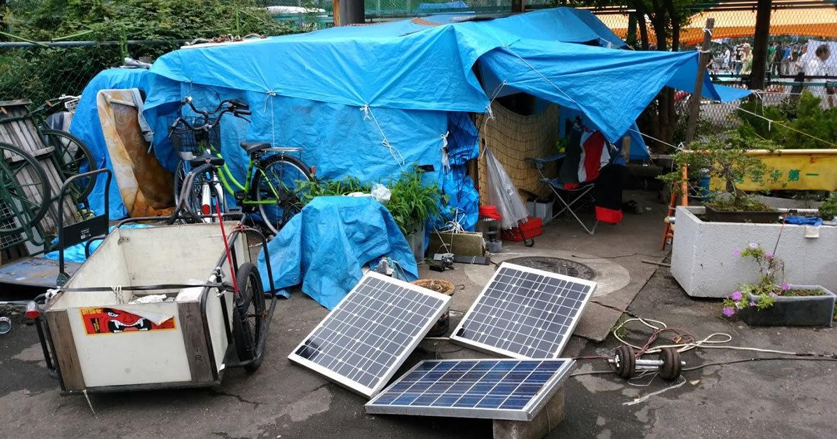 山谷のセレブなホームレス、太陽光でエアコン完備・カギつき!
