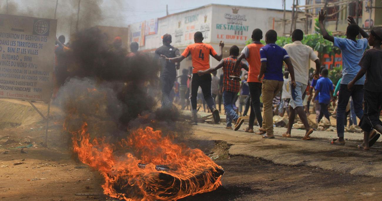 「エボラ」治療センター襲撃も、政治と治安悪化に揺れる医療現場