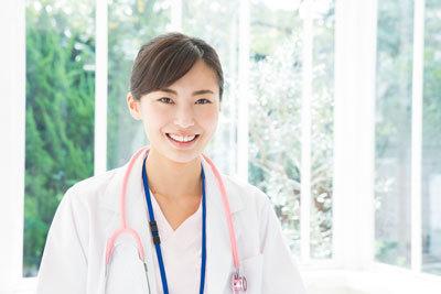 医療系の職種で、なりやすくて報酬もいいのは何か