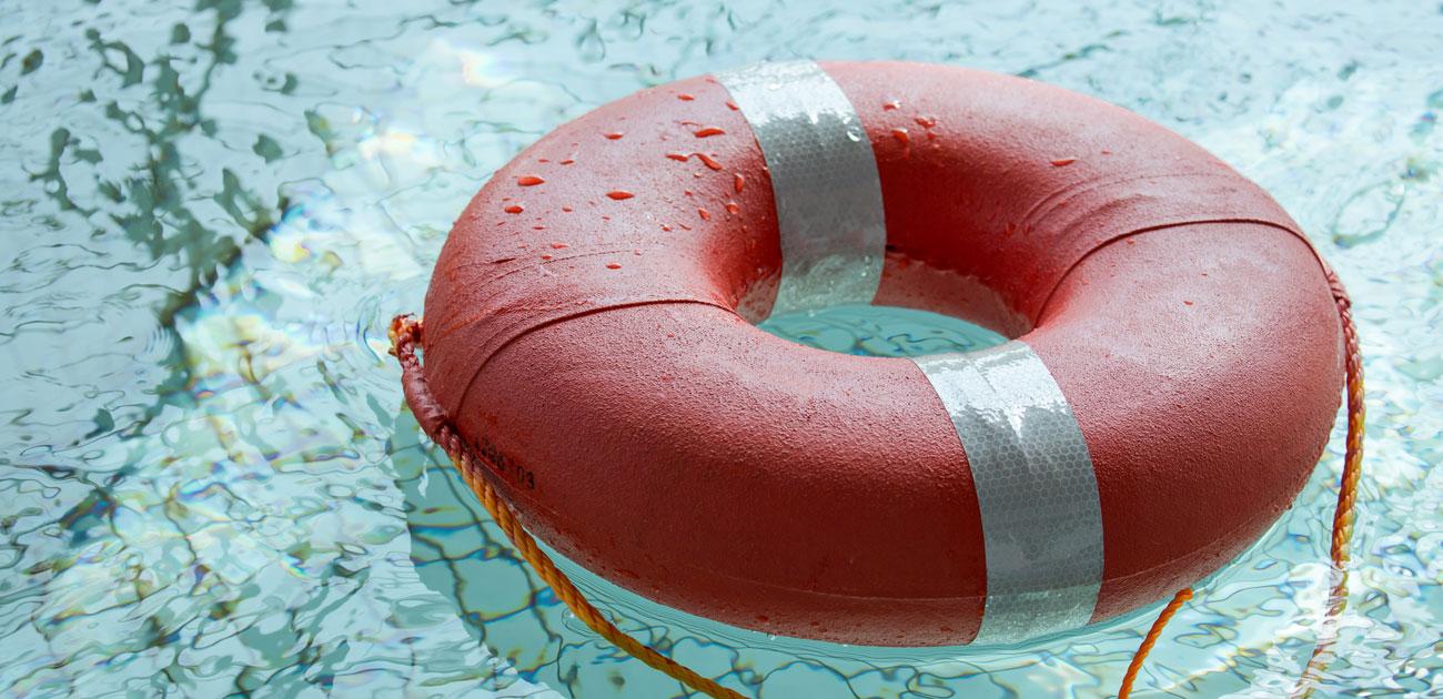 水に落ちたとき「服を着ていたら溺れる」という考えを捨てるべき理由