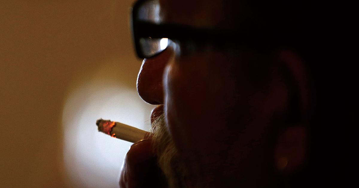 受動喫煙防止法の議論空転、たばこ会社は「加熱式」の扱い注視