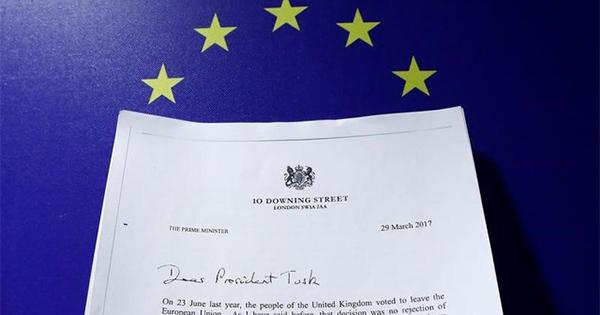 英国のEU離脱通知、建設的な言葉の裏に「厳しい要求」