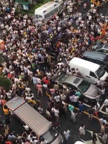 ドライバーたちによる集団抗議