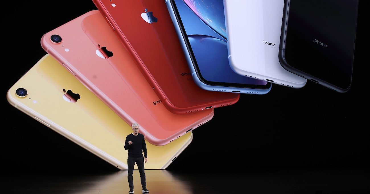 iPhoneを米中対立から救ったクックCEOの「意外な人脈」【WSJ3分解説】
