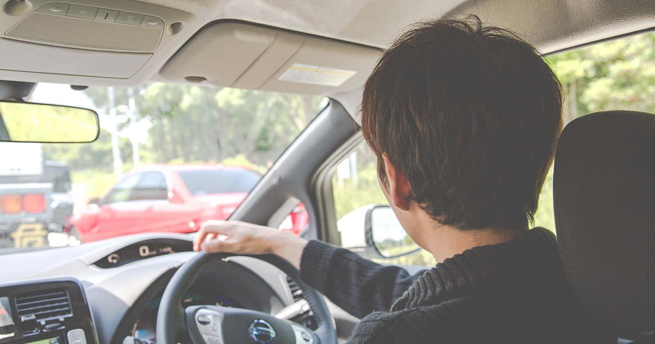渋滞時の追い越し車線は逆効果!?ドライブ中の「間違いな選択」