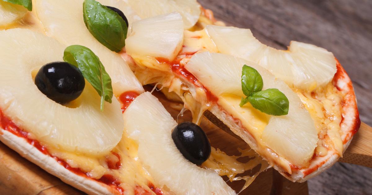 「ピザにパイナップル」是非論争、NZ首相・アイスランド大統領も炎上