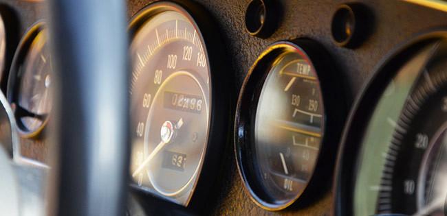 車の計器盤