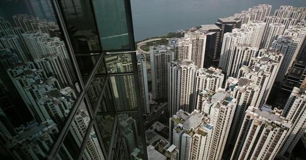 香港の住宅バブル抑制策が裏目に、「影の銀行」台頭へ