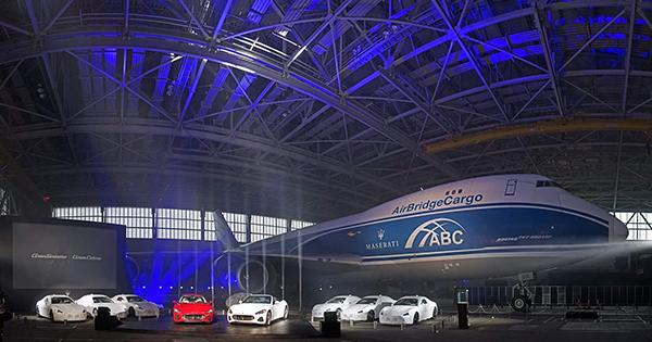 クルマ28台の一気空輸が可能にした、ユニークな新型車発表会