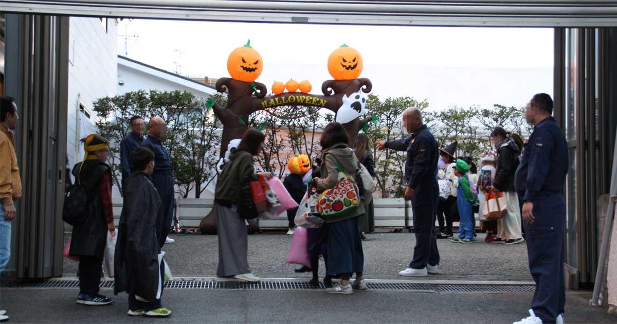 山口組のハロウィーンに夢中な子供たち、見守る神戸市民の複雑な心境(下)