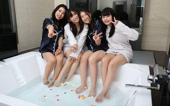 ラブホテルで女子会