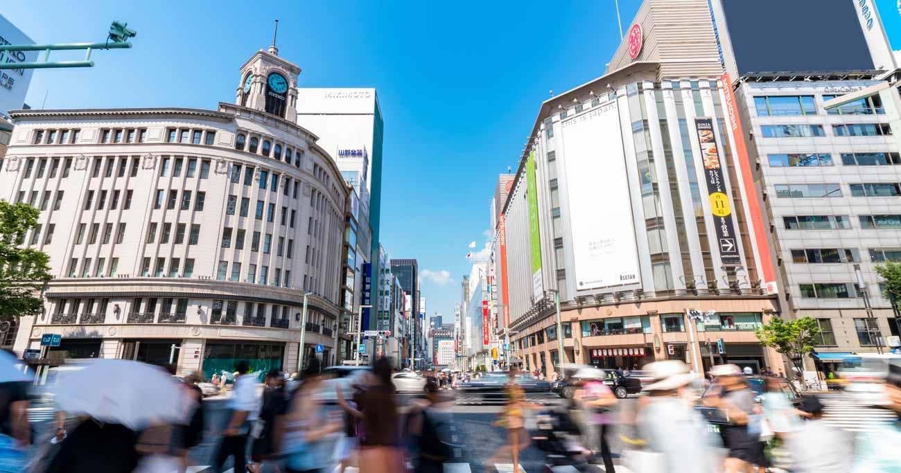 消費増税を予定通り行うリスクと延期するリスクは、どちらが深刻か