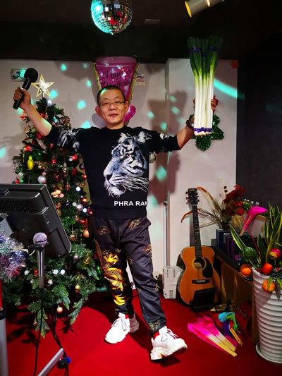 クリスマスに歌舞伎町のスナックで盛り上がる丁さん