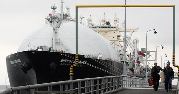 東京ガスの袖ケ浦LNG基地。LNG燃料船の設計を基地の設備に対応させることで、改修せずに活用することができ