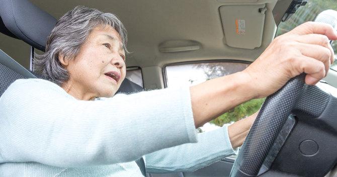 高齢者から免許を取り上げるのは簡単な問題ではありません